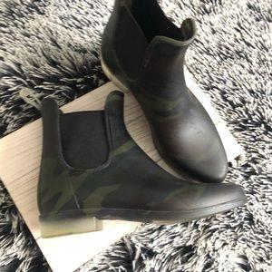 J. Crew Matte Chelsea Rain Boots - Olive Camo 7